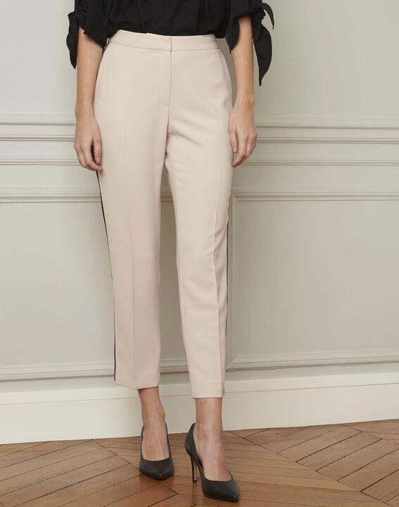 Crèmekleurige broek met zwarte band van microvezel Suzanne (1) - Maison 123
