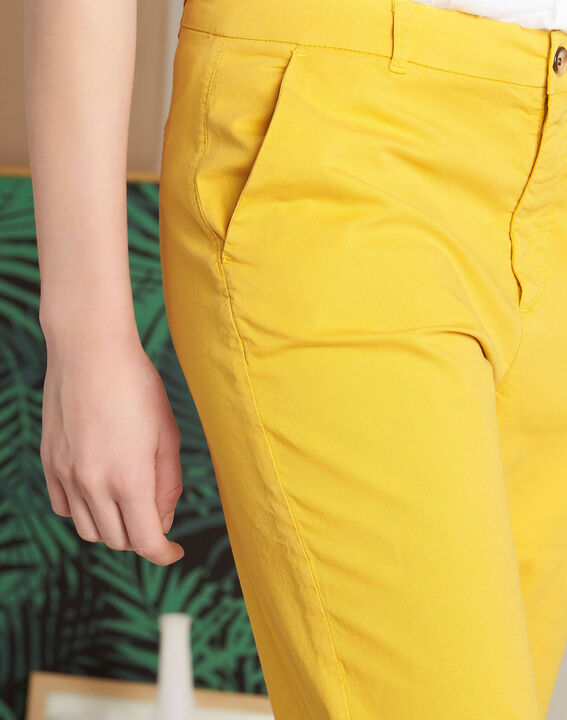 Gelbe Chinohose mit Umschlag Victoria (4) - 1-2-3