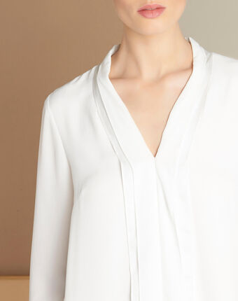 Elea ecru blouse with romantic neckline ecru.
