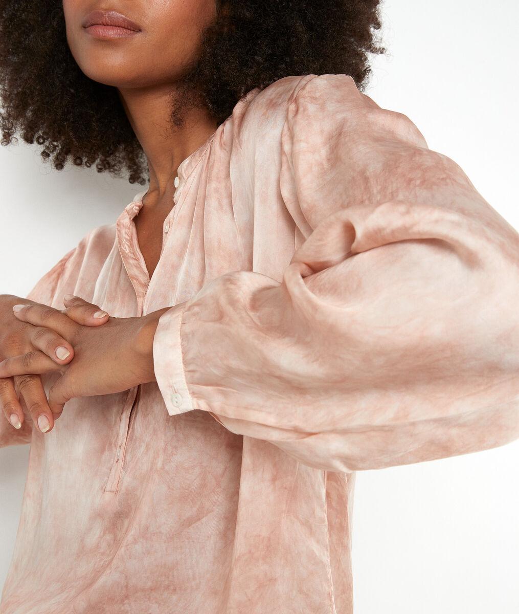 Poederroze blouse met tie-dyeprint Alix PhotoZ | 1-2-3