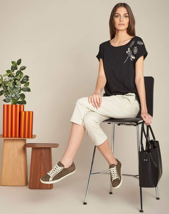 Epirrhoe short-sleeved black t-shirt with embroidery black.