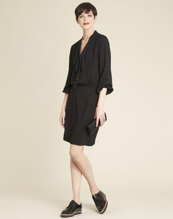 Zwarte jurk met print en strikkraag Dorothy (3) - 37653