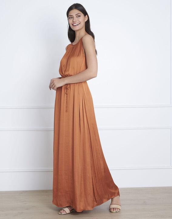 Langes, seidiges Kleid in Braun Ivana (1) - Maison 123