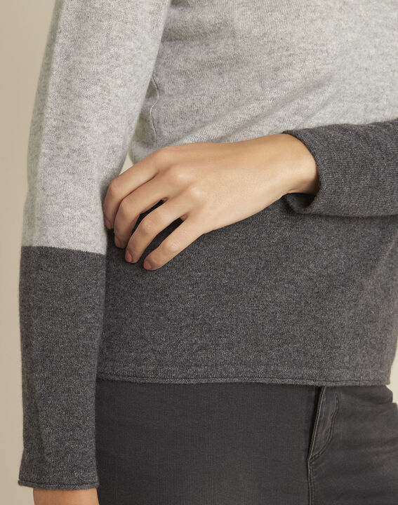 Band grey cashmere pullover with V-neck (3) - 1-2-3