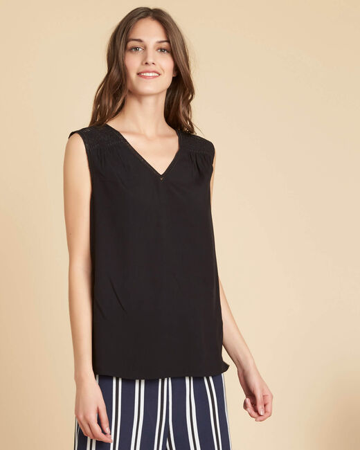 Geden V-neck black top with embroidery (2) - 1-2-3