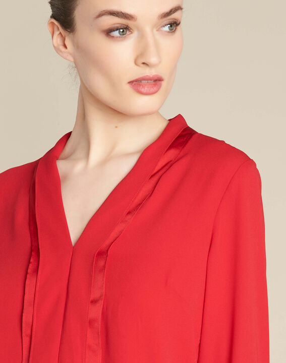 Elea red blouse with romantic neckline PhotoZ | 1-2-3