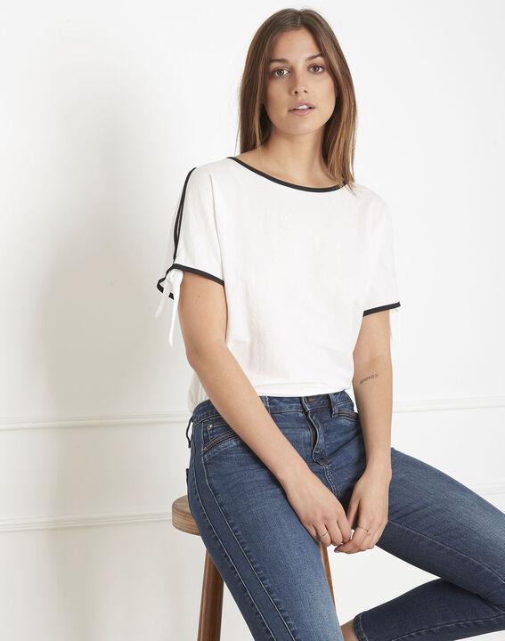 Ecrufarbenes T-Shirt mit kontrastierendem Schrägband Promesse (2) - Maison 123