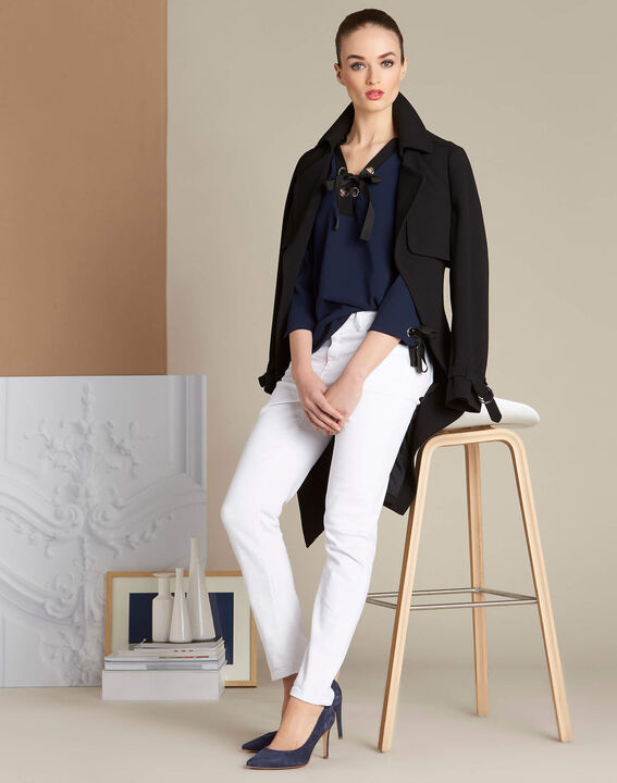 Marineblauwe blouse met veterhals Georgina (3) - 37653