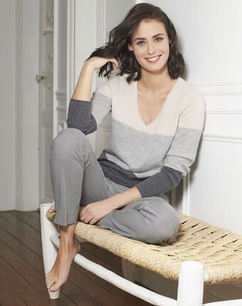 Band grey cashmere pullover with v-neck light chine.