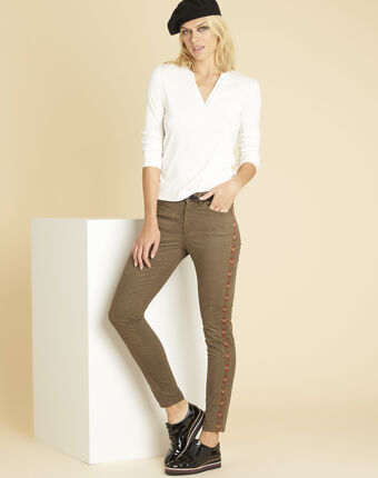 Vendôme khaki 7/8-length jeans with decorative detailing on the side leaf.