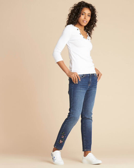 Basic white T-shirt with rounded neckline and eyelets (2) - 1-2-3