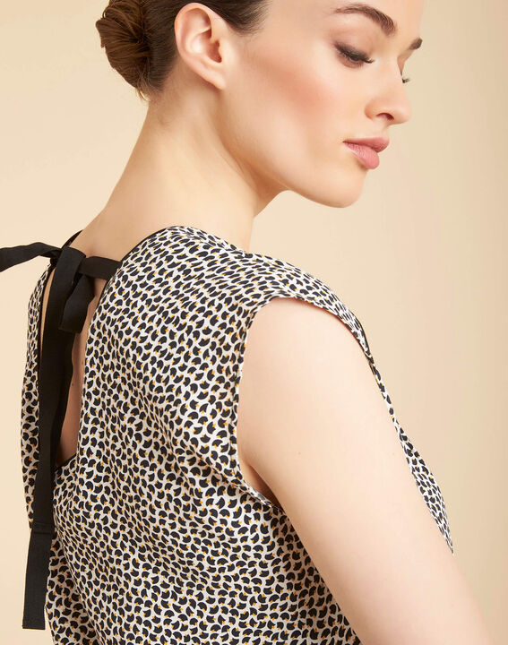 Miledine printed V-neck blouse with bow on the back PhotoZ | 1-2-3