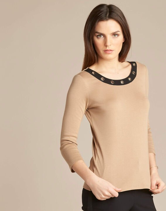 Basic camel T-shirt with rounded neckline and eyelets (3) - 1-2-3