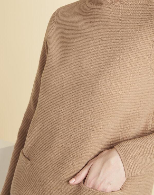 Beige trui van dun tricot met opstaande kraag Belize (2) - 37653
