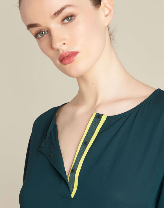 Garry forest green blouse with contrasting neckline PhotoZ | 1-2-3