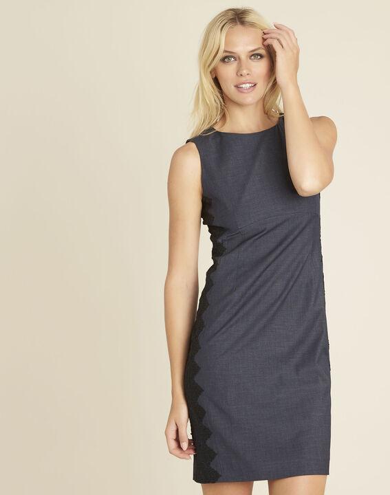 Marineblauwe jurk met zijdelings inzetstuk van kant Dynastie PhotoZ | 1-2-3