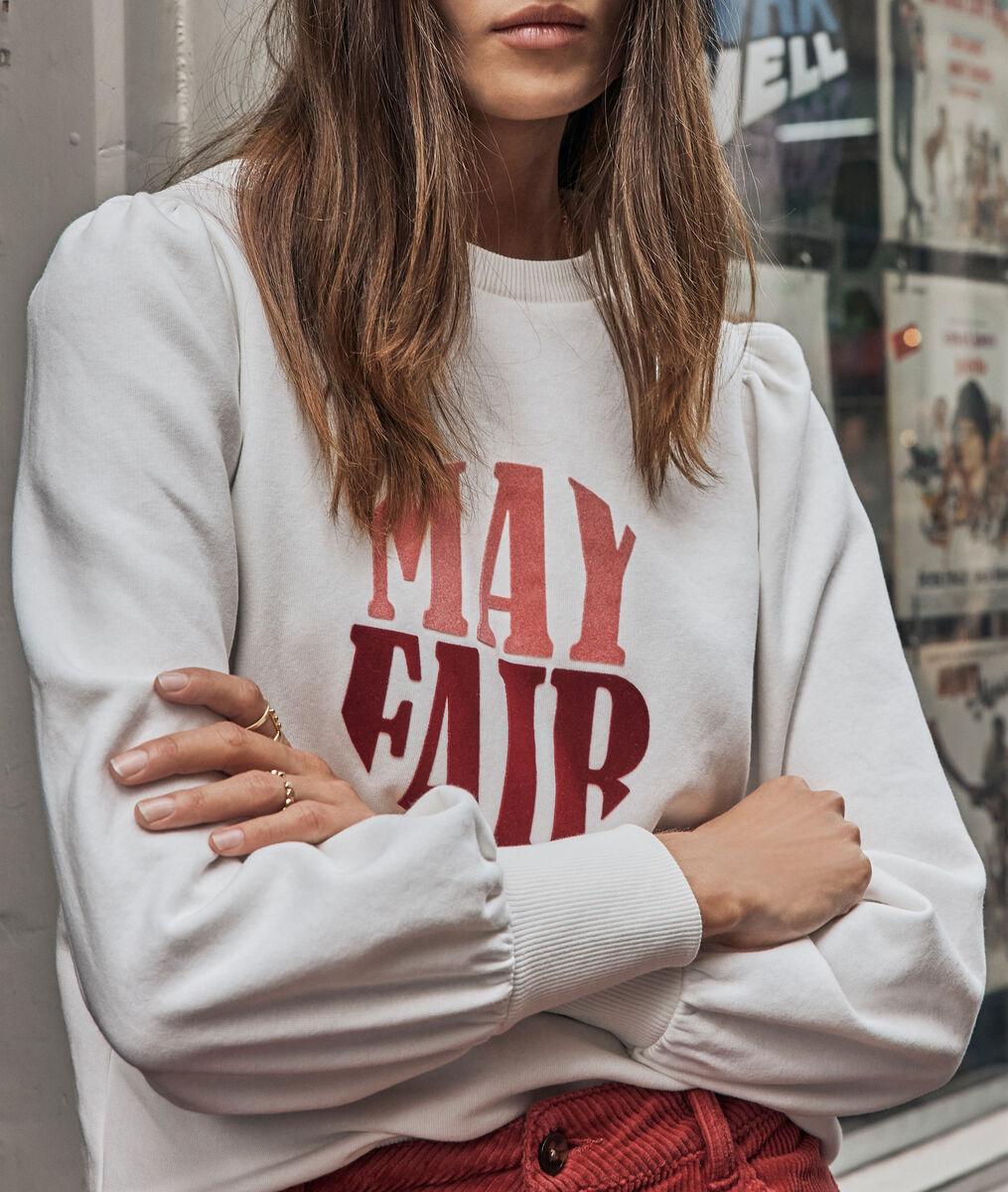 Witte sweater met ronde kraag en opschrift Edona PhotoZ | 1-2-3