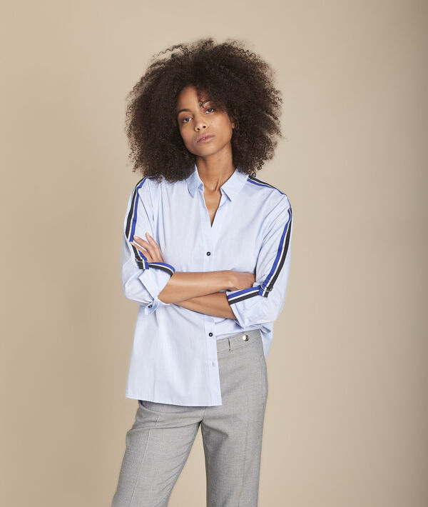 Blauwe blouse van popeline met contrasterende biezen Mauranne PhotoZ | 1-2-3