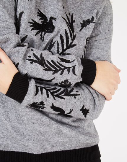 Grauer Pullover mit Stickerei Pacha (3) - 1-2-3