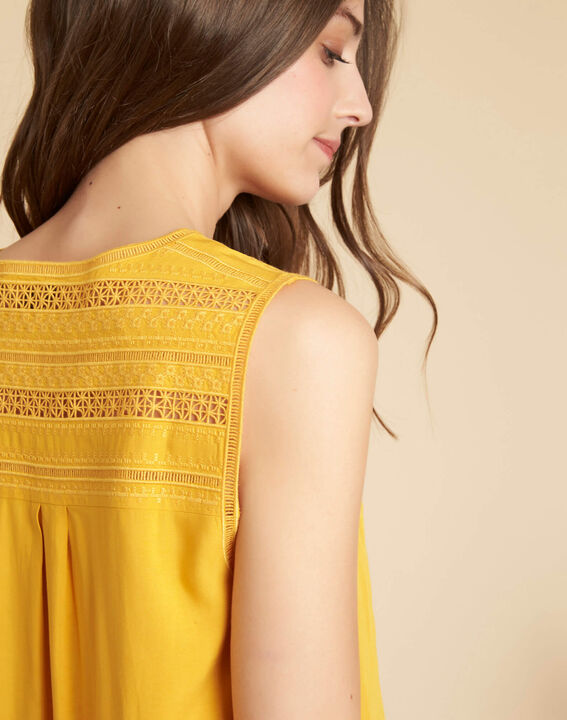Geden yellow V-neck embroidered top PhotoZ | 1-2-3