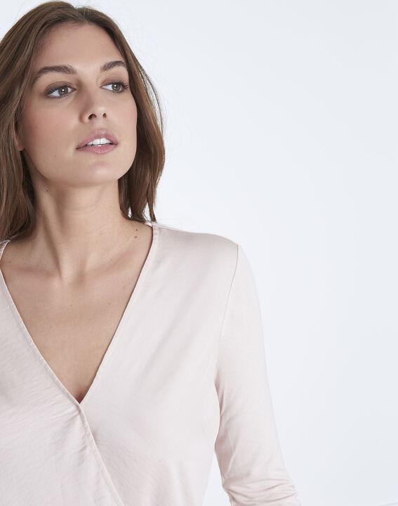 Poederkleurige blouse uit twee materialen met cache-coeur Vanina (3) - Maison 123