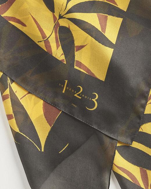 Karamellfarbenes Seidenhalstuch mit Blätterprint Aurelie (2) - 1-2-3