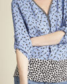 Bedruckte Bluse mit originellem Ausschnitt Collioures (3) - 1-2-3