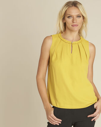 Fanette yellow top with decorative neckline ochre.