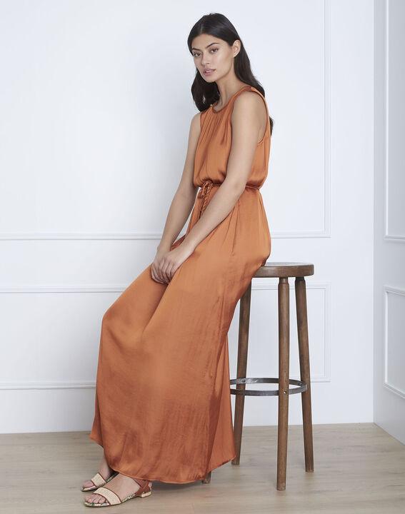 Langes, seidiges Kleid in Braun Ivana (2) - Maison 123