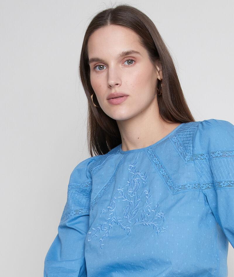 Délicate blouse brodée en coton bleu Amelie PhotoZ | 1-2-3