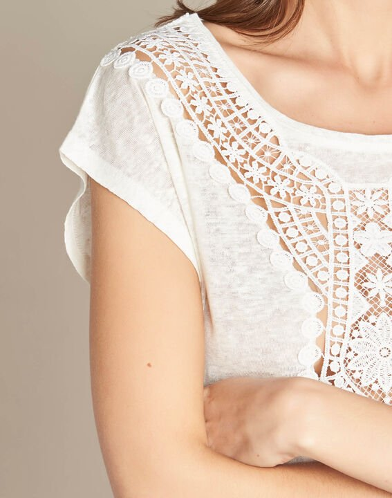 Elise ecru linen T-shirt with lace on the neckline PhotoZ | 1-2-3