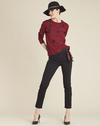 Great red sweatshirt with embroidered flowers dark red.