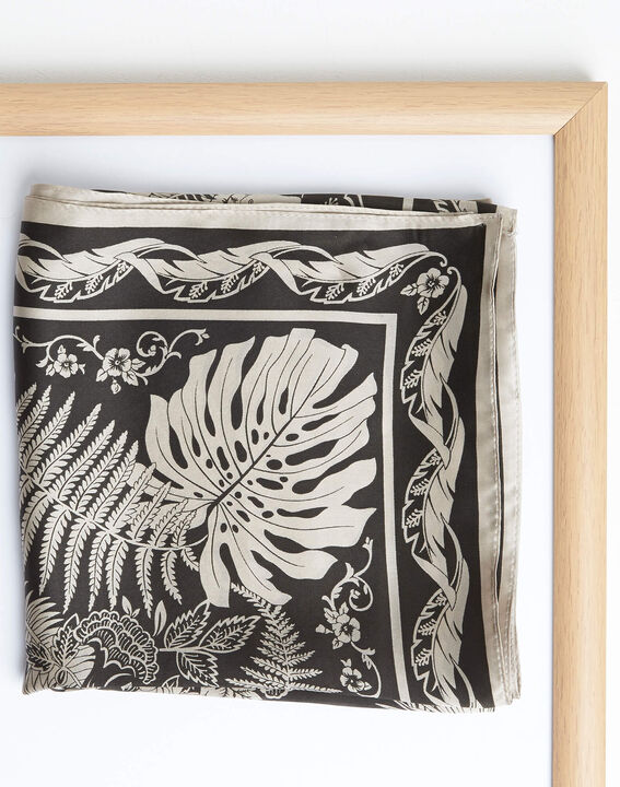 Carré de soie kaki imprimé arabesque et fleur Alak (2) - 1-2-3