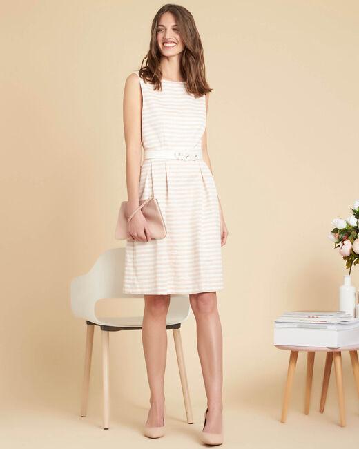 Gestreepte poederkleurige jurk met bloemenceintuur Irina (1) - 37653