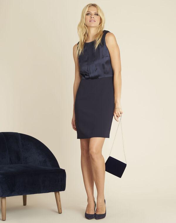 Marineblauwe jurk uit twee materialen met sieraad aan de schouders Djen (2) - 37653