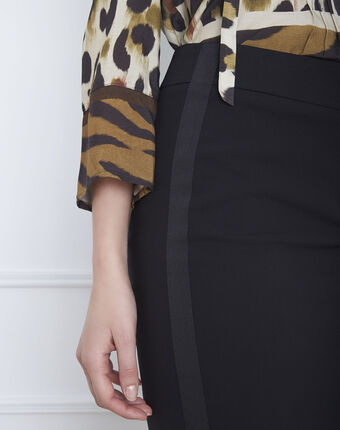 Fancy black straight-cut skirt with lateral band in microfibre black.