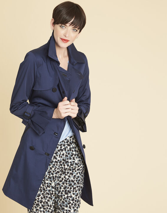 Elegant 3/4-length navy blue trench coat with contrasting trim PhotoZ | 1-2-3