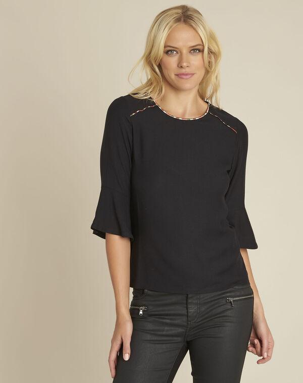 Zwarte blouse van twee soorten materiaal met decoratieve halslijn Cheyenne (2) - 37653