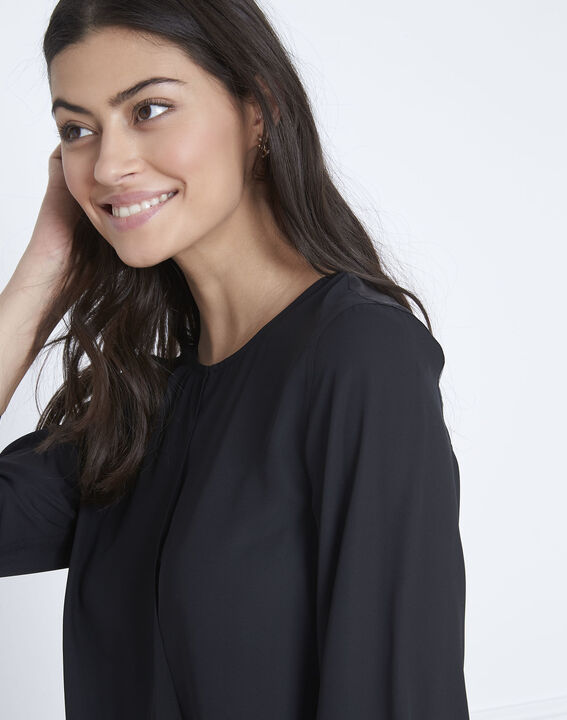 Zwarte blouse met details met satijnen effect Valeria (3) - Maison 123