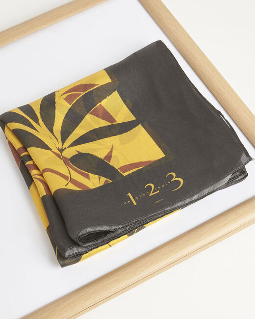 Karamellfarbenes Seidenhalstuch mit Blätterprint Aurelie (1) - 1-2-3