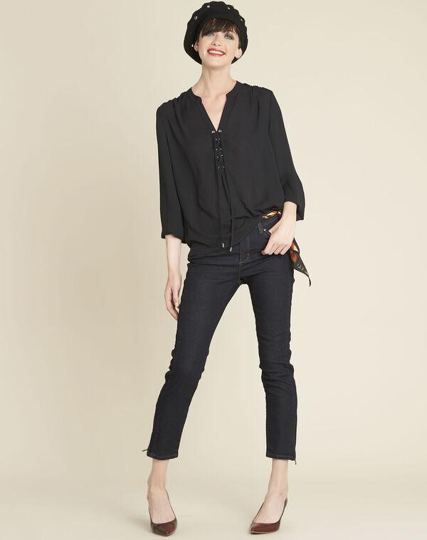 Zwarte blouse met rijgwerk aan de halsopening Cheryl (2) - 37653