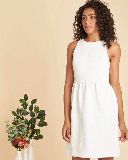 Weißes Jacquard-Kleid mit fantasievollem Gürtel Inatalia (2) - 1-2-3