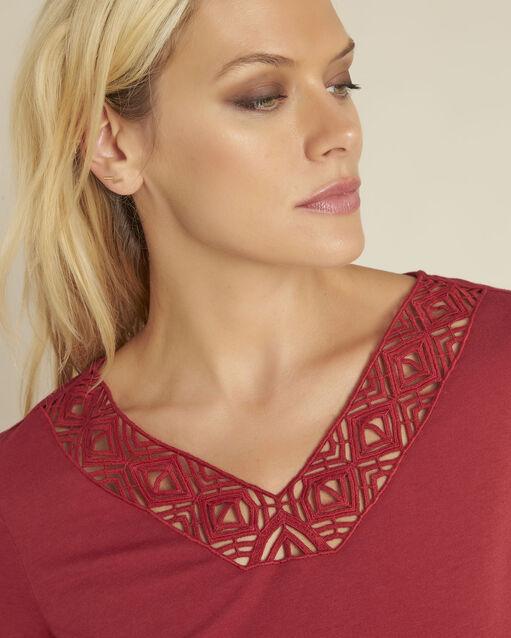 Tee-shirt rouge encolure décorée Guipure (2) - 1-2-3