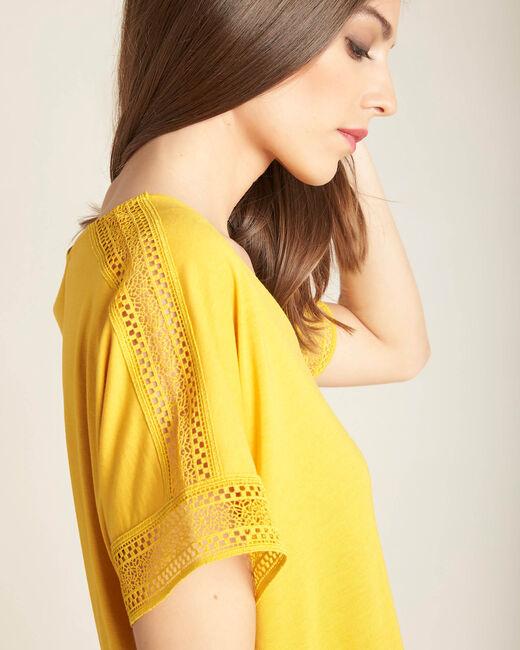 Tee-shirt jaune en dentelle Estelle (2) - 1-2-3