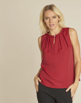 Fanette red top with decorative neckline red.