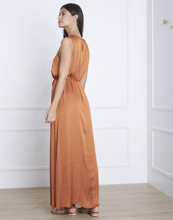 Langes, seidiges Kleid in Braun Ivana (4) - Maison 123