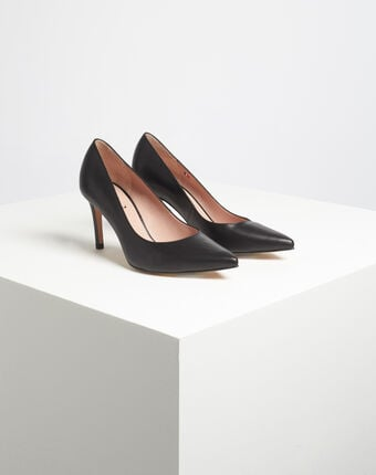 Kelly pointed black leather heels black.