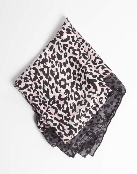 Carré de soie imprimé léopard rose pale Adoucha PhotoZ | 1-2-3
